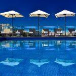 Pool mit Liegen und Sonnenschirmen Hotel Teh Prime Energize, Monte Gordo