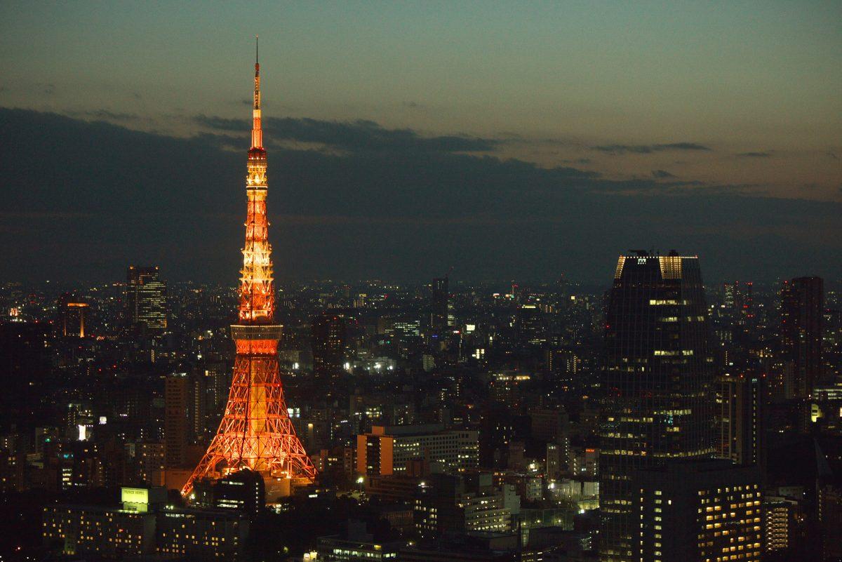 Der Tokyo Tower und die Skyline der japanischen Hauptsatdt bei Nacht