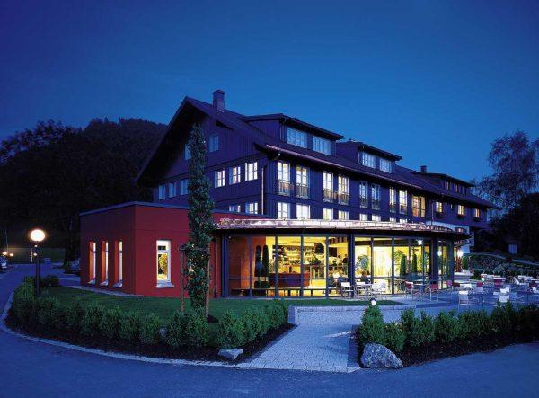 gebäude aussen hotel evviva fußball trainingslager